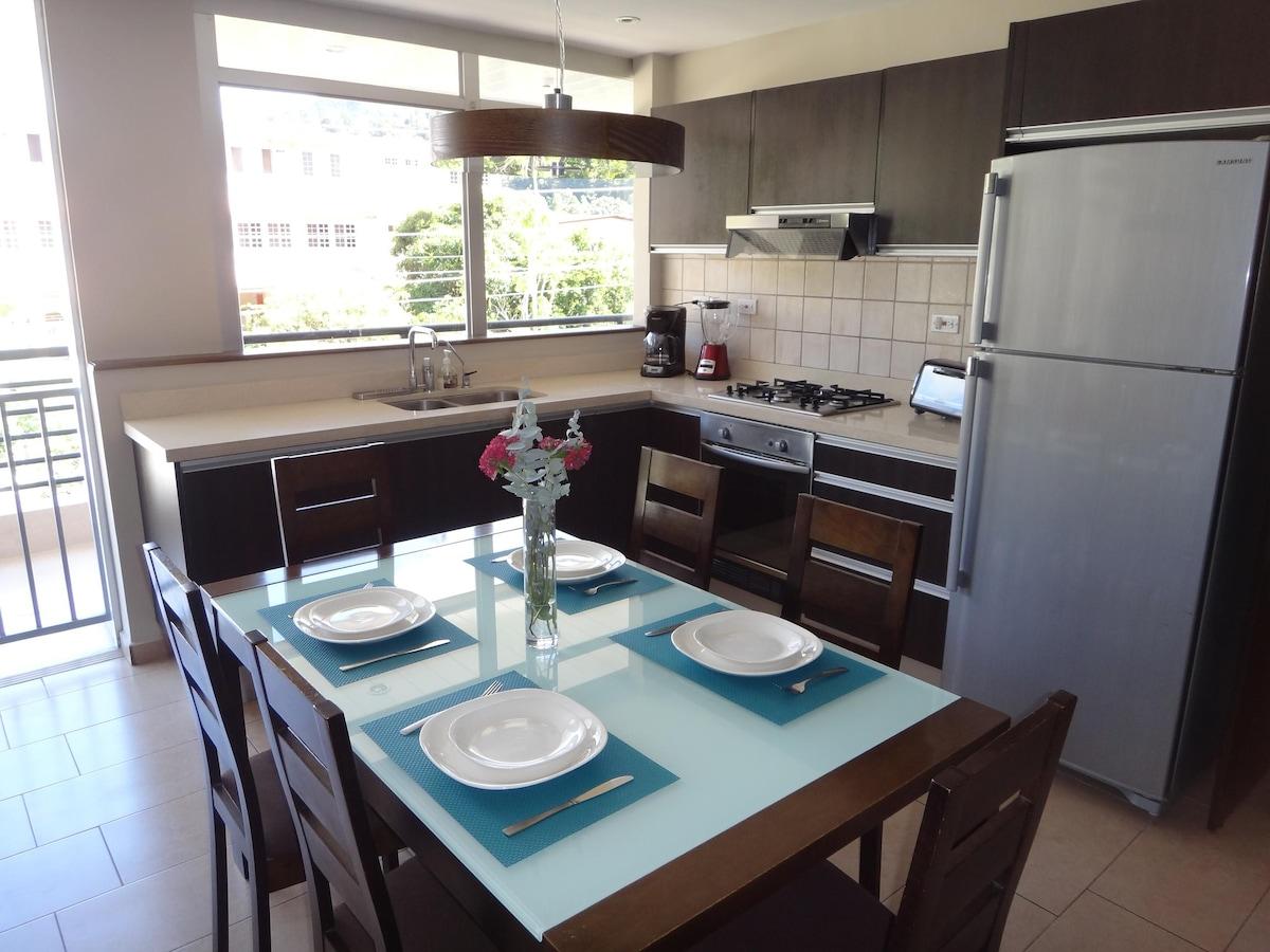 Kitchen and dining Cocina y comedor