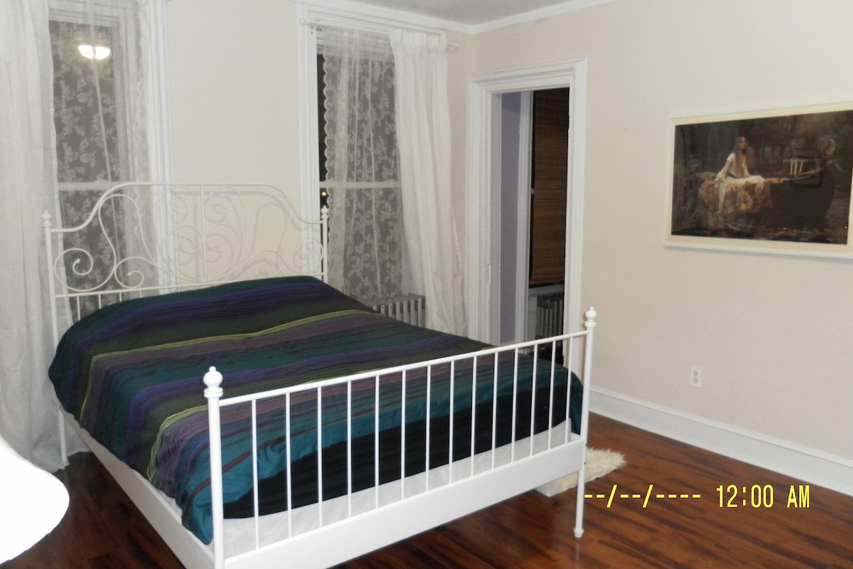Queen sized bed. On the right side opening to the small bedroom that sleeps one person (has a door now)