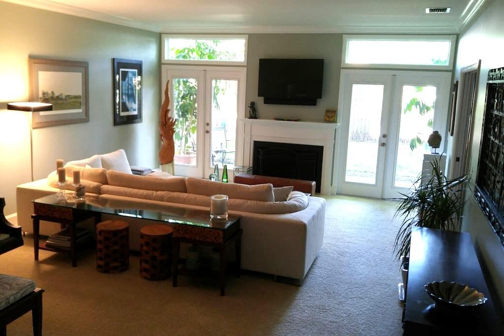 Private Room and Bath in Luxury Townhome - Belleair - 타운하우스
