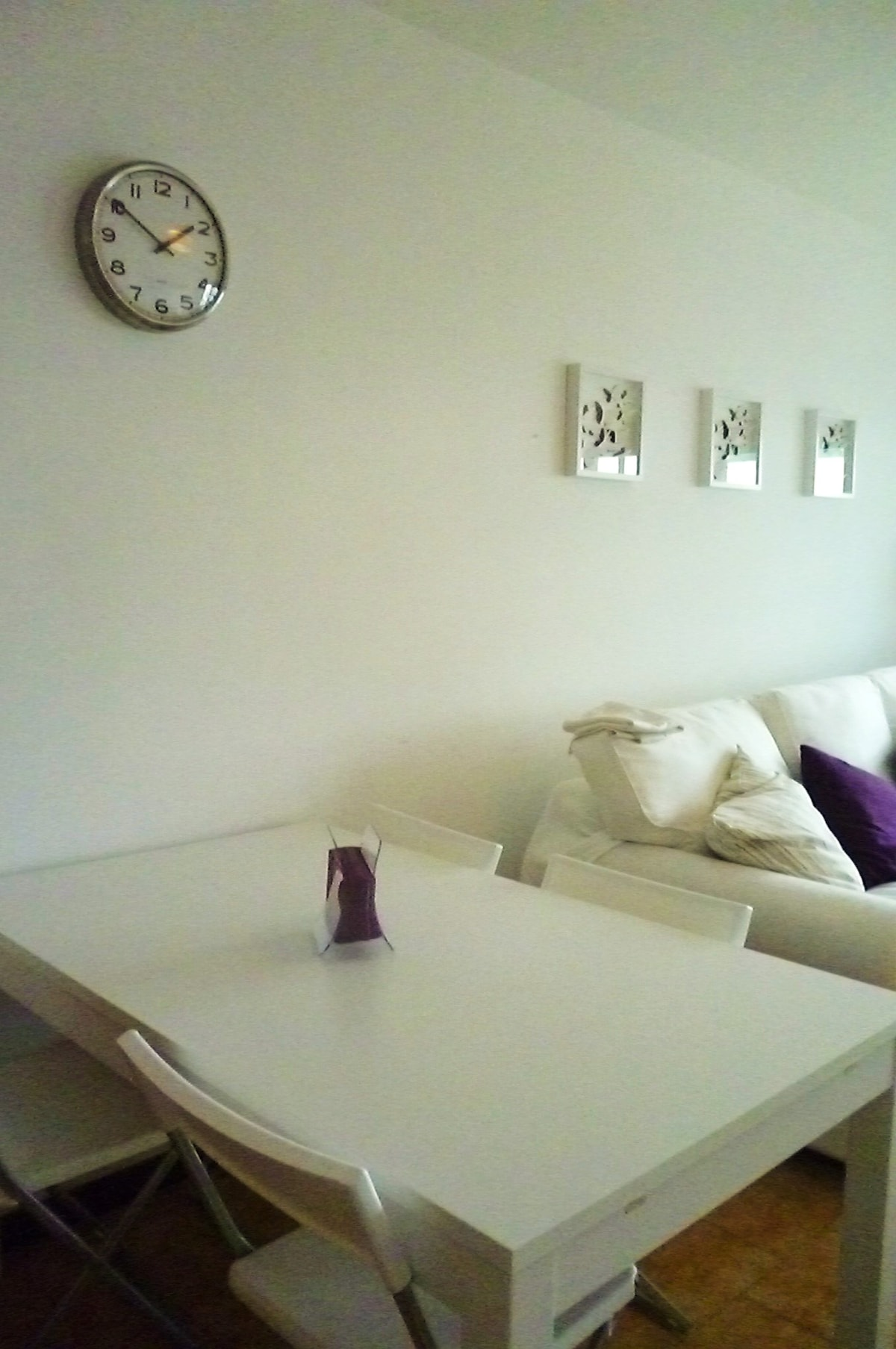 leaf table in the living (max 8 people)
