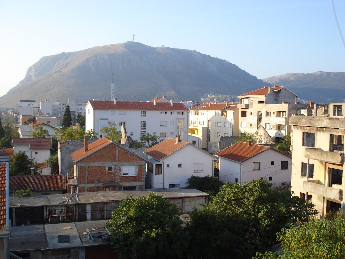 From the terrace you can see the Neretva River and the many symbols of Mostar. We love symbols here.