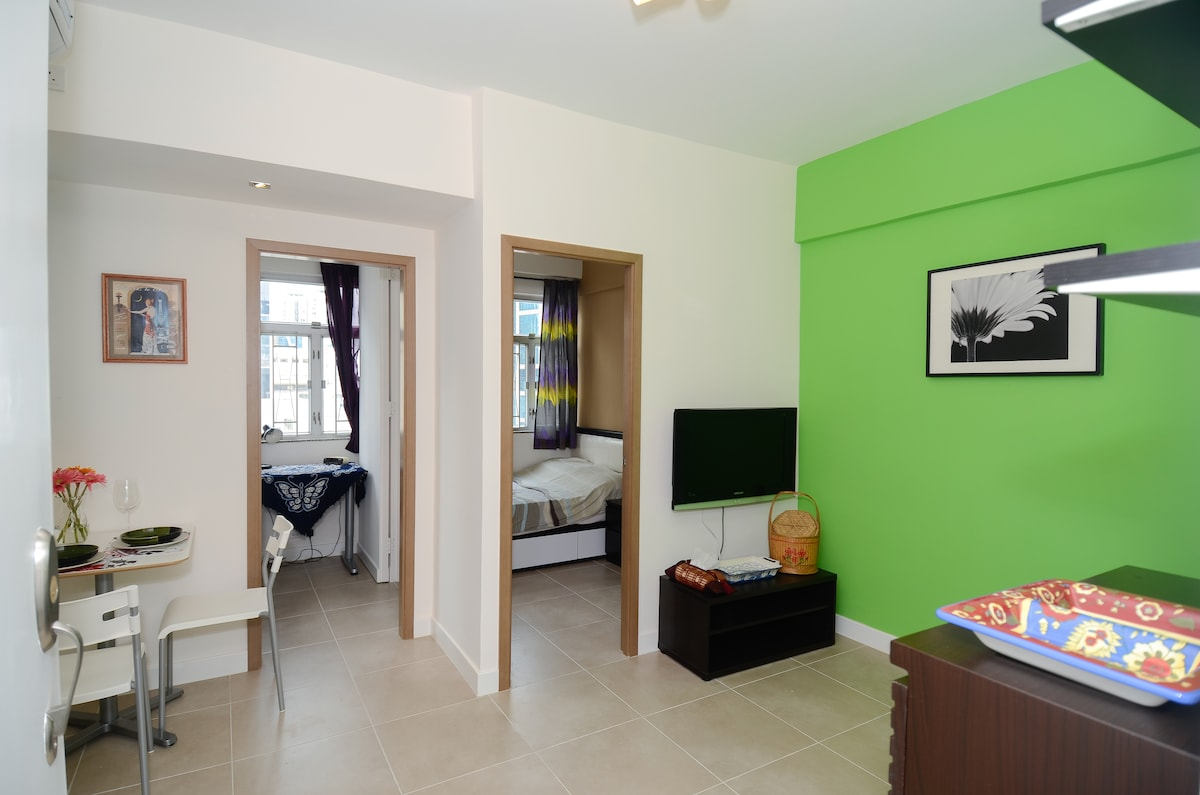 NEW 2 BR Apt+Rooftop 5 mins to MTR