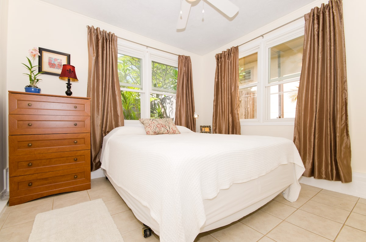 Queen sized bed with view of the fountain garden