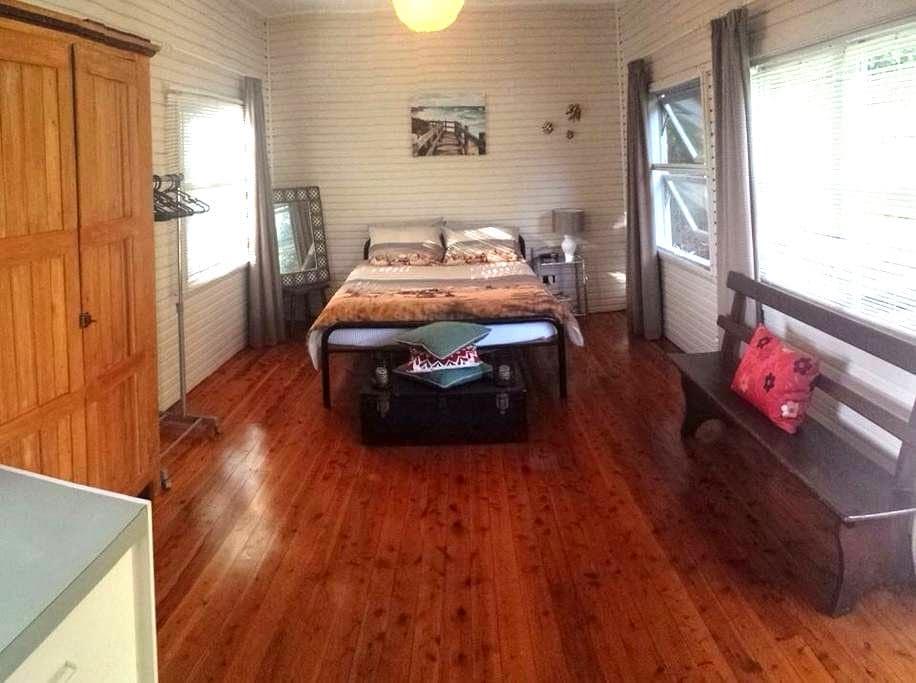 Rustic Beach Cabin. Pets Welcome :) - Bateau Bay - Chatka