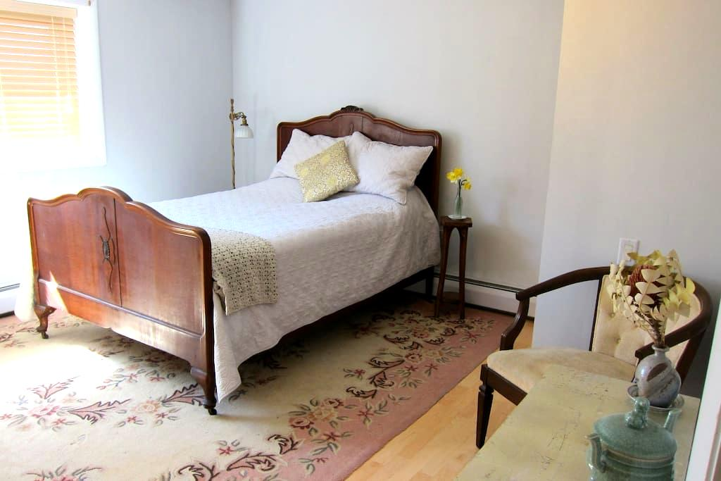 Bedroom with bath in the heart of Tivoli - ทิโวลิ - บ้าน