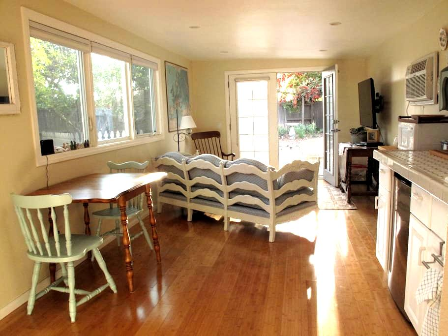 Super Cute Guest House + Yard - Camarillo - Bungalow