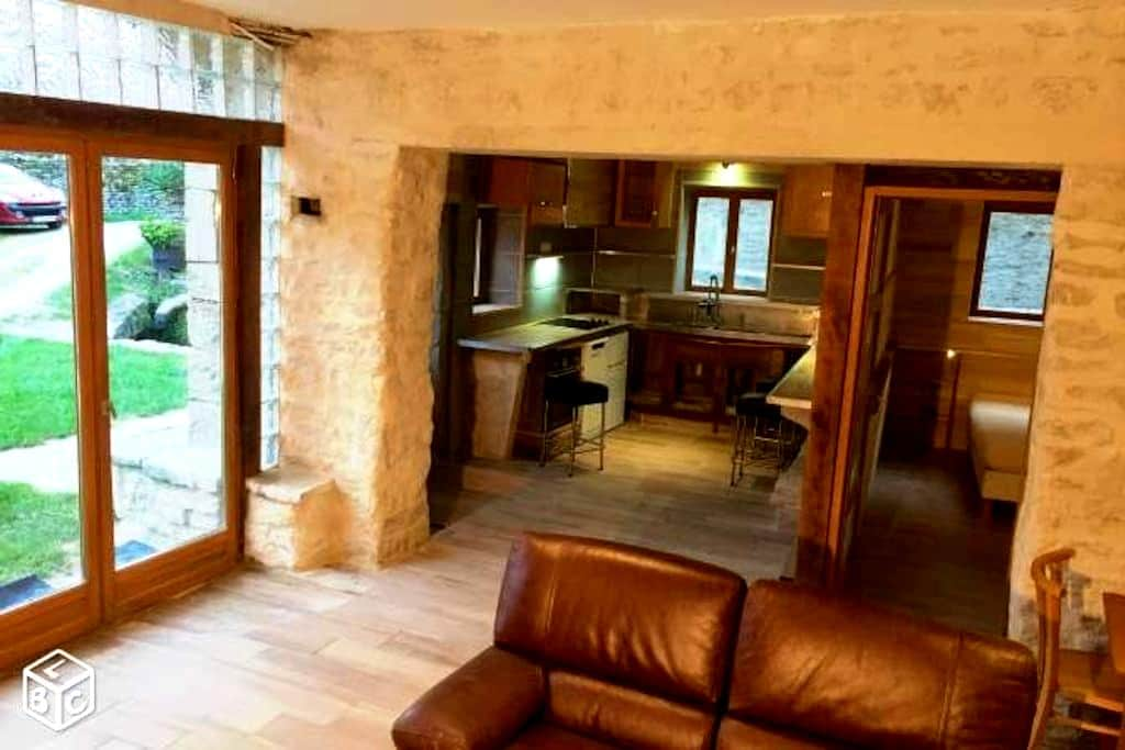 Beau gîte pour 4 personnes/ Nice inn in Burgundy - Créancey - Huis