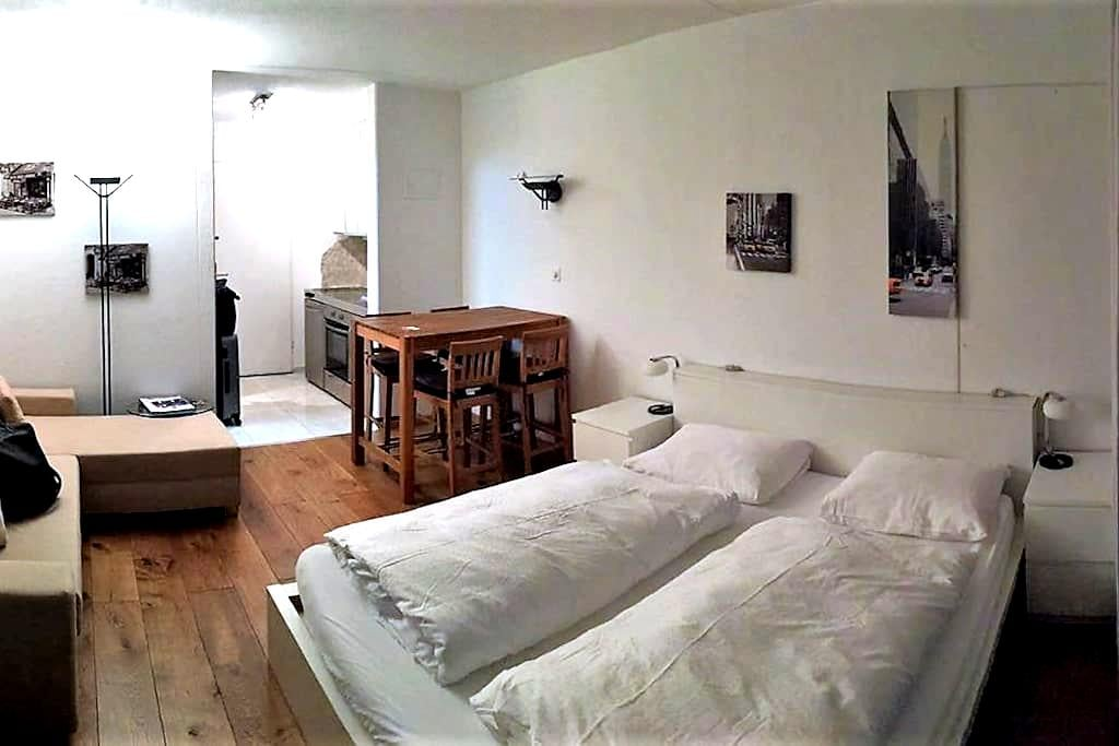 Studio zentral in Flims Waldhaus (Pool, Sauna,..) - Flims - Pis