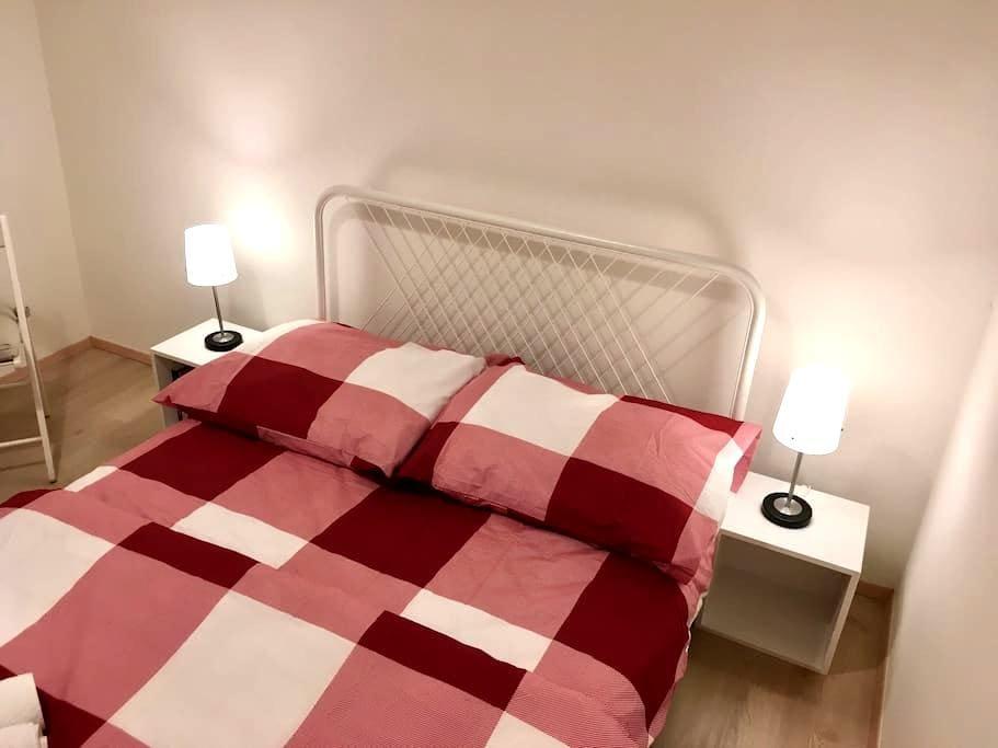 Central Prague bedroom without window - Prag - Wohnung