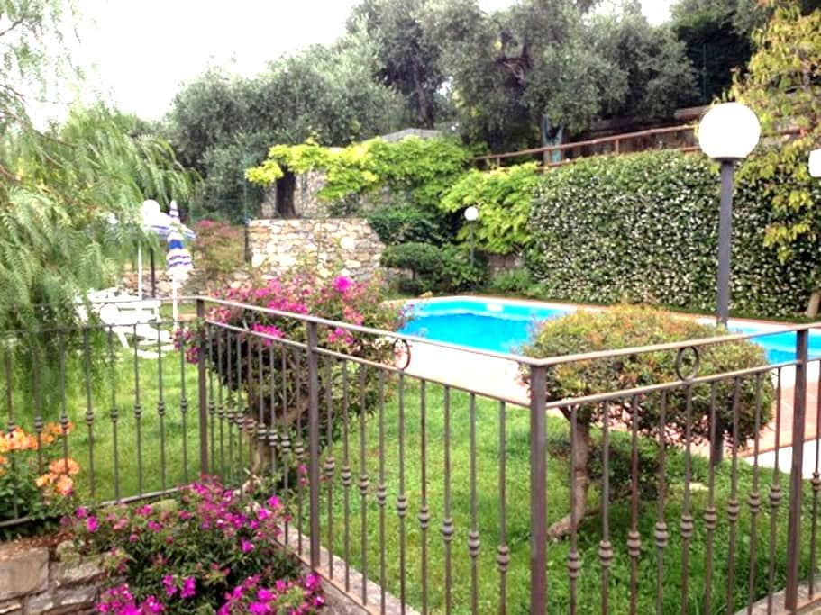 apartment with pool 2km to the sea - Civezza - Appartement