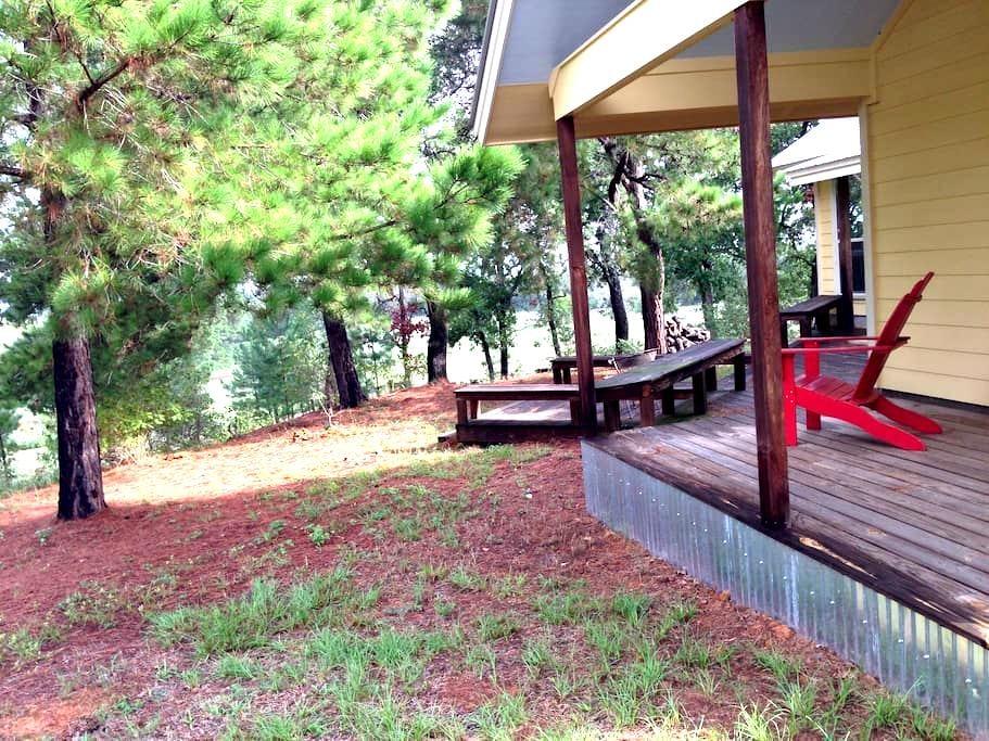 9E Ranch Daisy Cabin Bastrop, Texas - Smithville