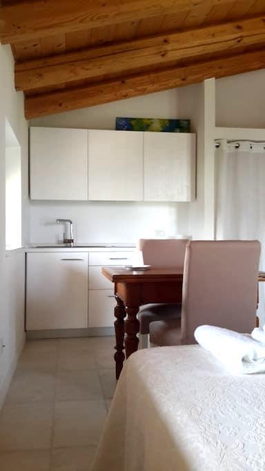 Monolocale con cucina e letto matrimoniale - Villafranca di Verona - Apartment