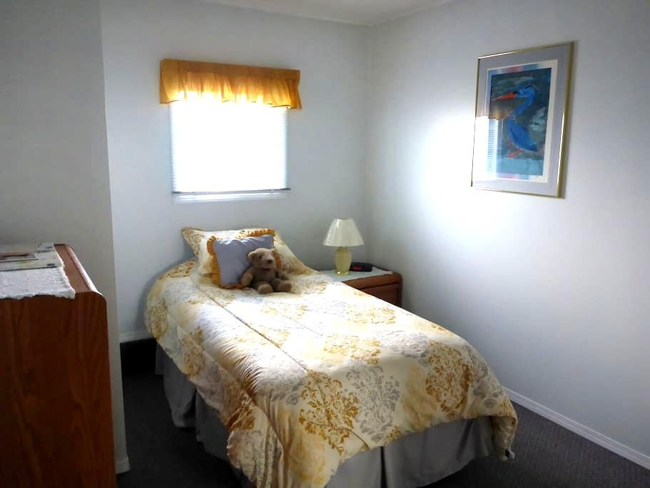 Private Single in Easily Accessible Neighbourhood - Kamloops - Bed & Breakfast
