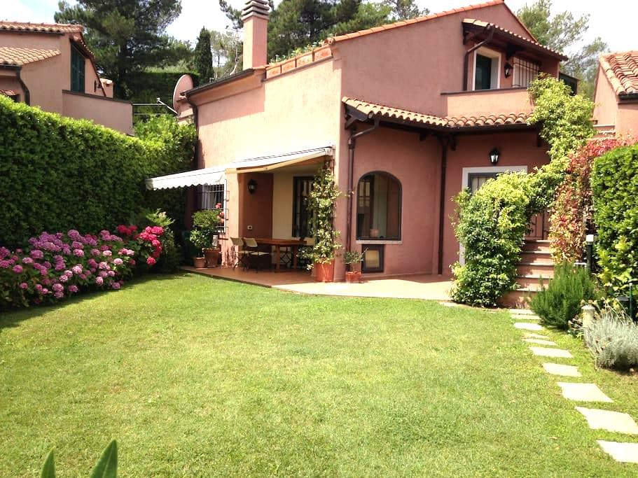 Three floor villa in the Golf Club - Garlenda
