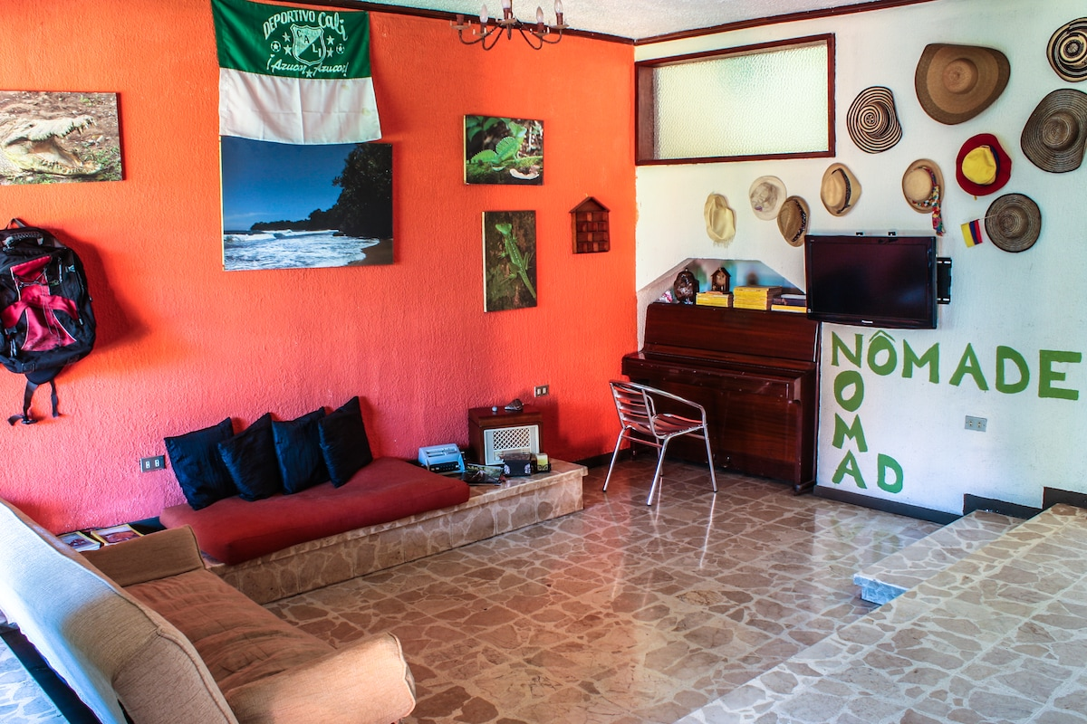 Nomadas Backpackers Private