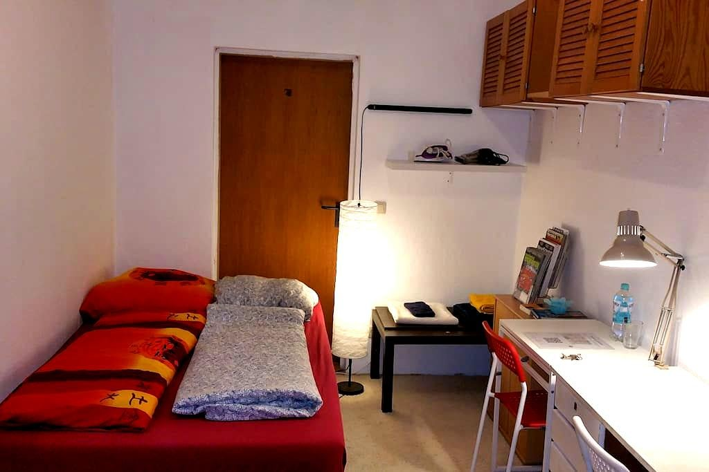 Small, Simple and Cozy! Have Fun! - Hamburg - Wohnung