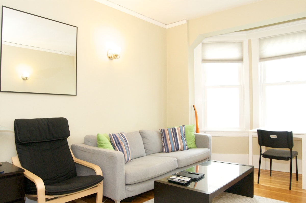 Spacious Studio Apartment--Nob Hill