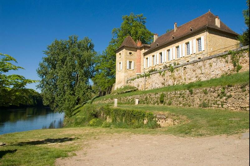 au bord de la Dordogne et du petit port de Mouleydier