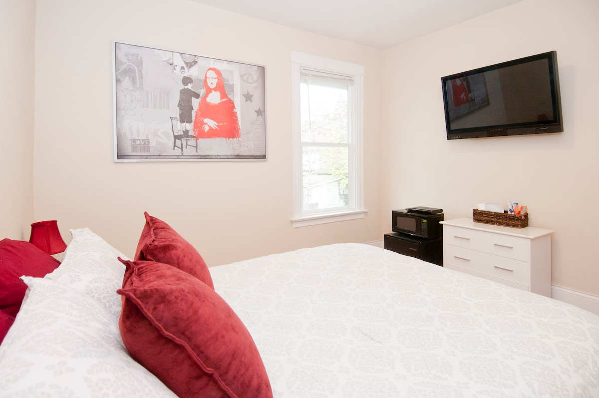 The MonaLisa Suite @ Dwell Suites