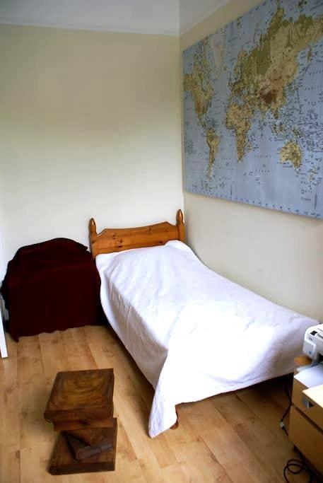 Single bedroom near Edinburgh - Lasswade - Apartment