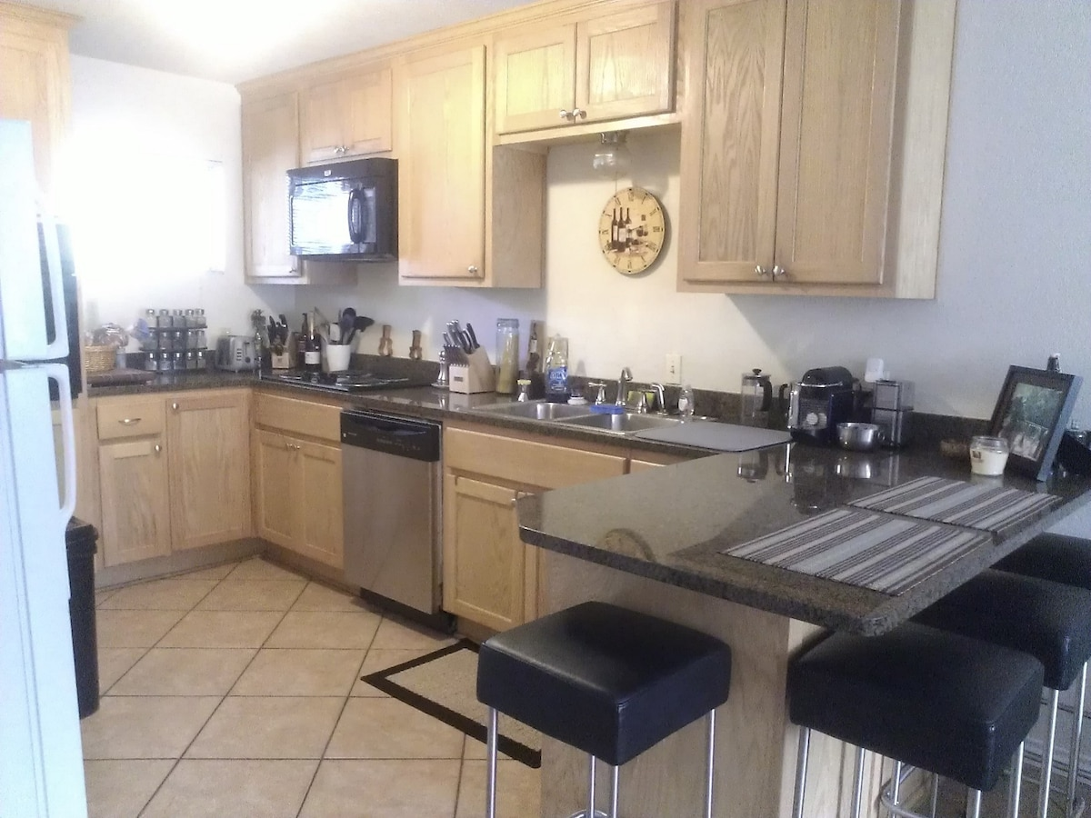 Awesome Downtown 2BED/2BATH!!