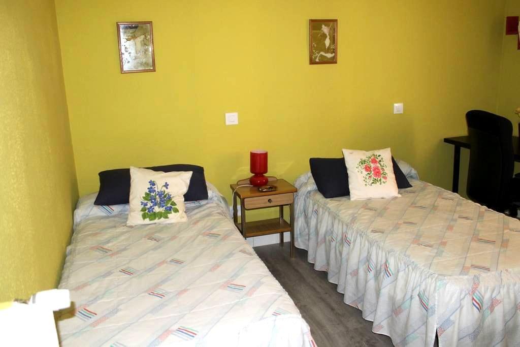 Big cozy room in Atocha (2) - Madrid - Apartment