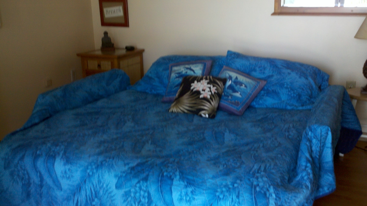1 King memory foam bed plus 2 Queen beds now, this futon is just an extra bed now.