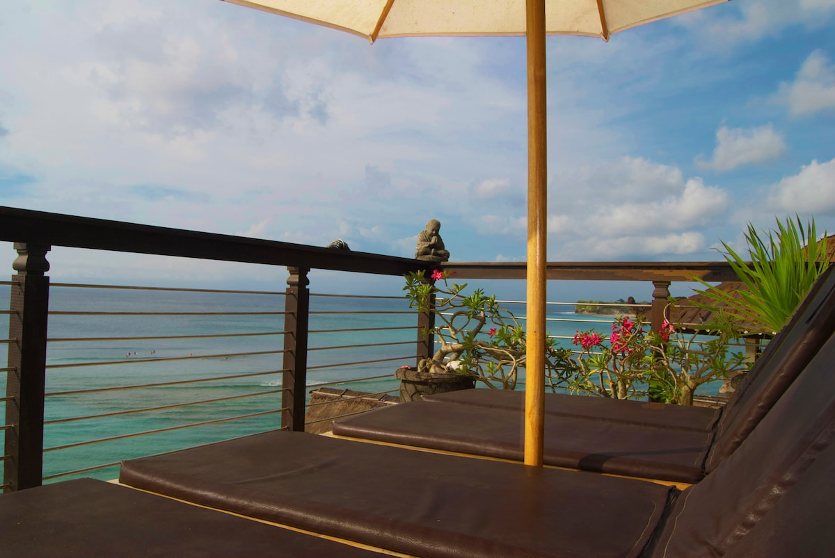 Lounge comfortably on the villa balcony.  Take in the sights, all of Bingan Beach, the surfers, the tide pools, the cliffs, and Dreamland Beach.  When it's time to cool off take the short walk to the beach for a refreshing dip.