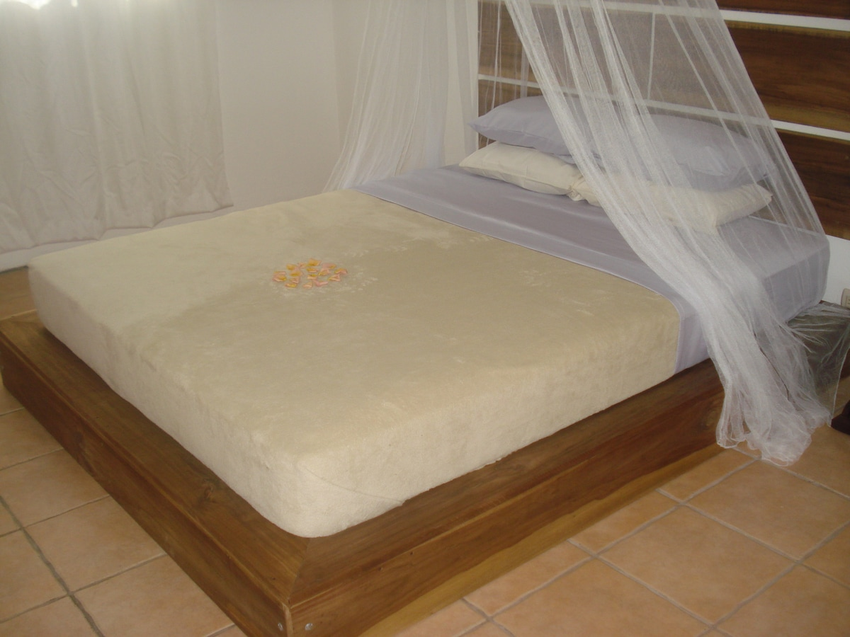 Queen bed in each apartment