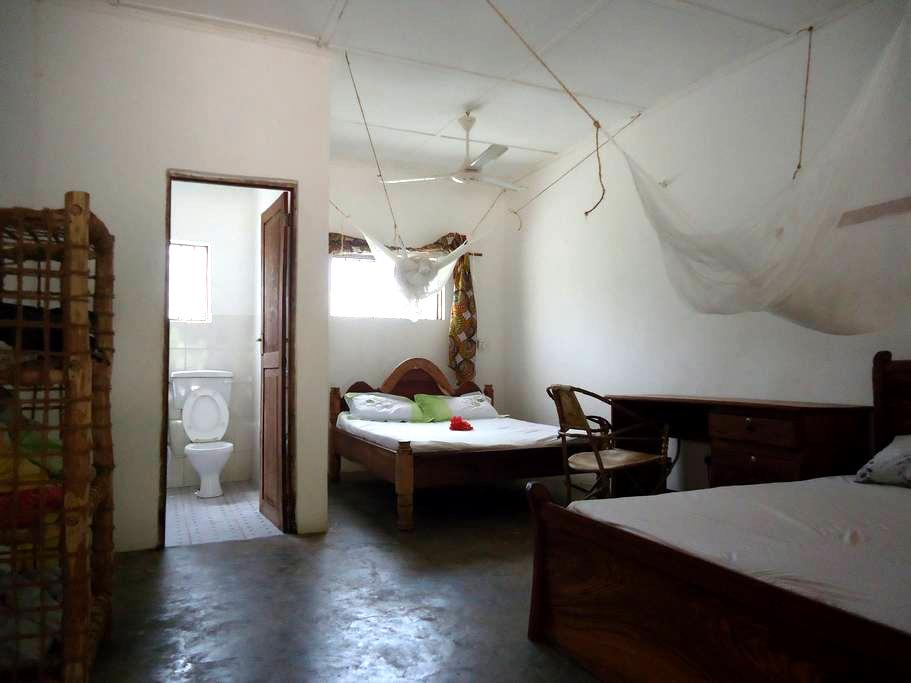 SIMON HOUSE JAMBIANI a nice double bed room - Jambiani - Bed & Breakfast