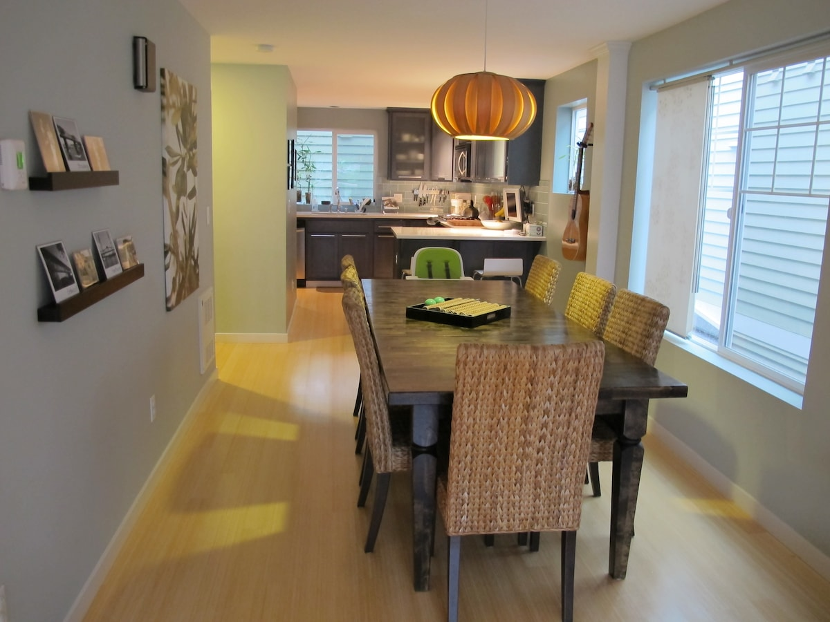 Lovely 3-Story Alki Townhome