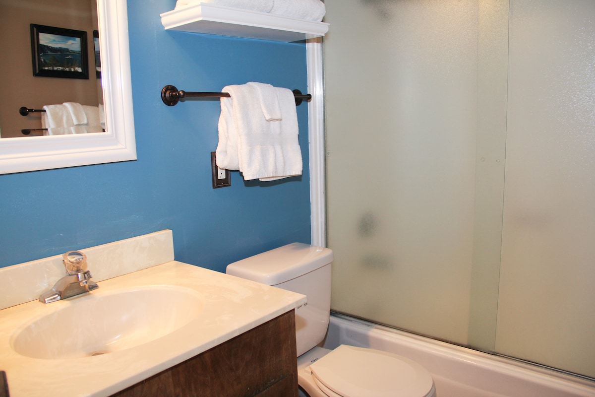 Upstairs' bathroom - clean towels are provided. It has a standard bath tub with a shower.