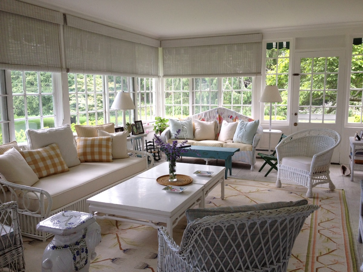 East Hampton Cottage centrally located & within walking distance to town & beach.