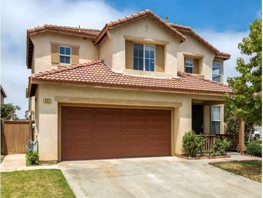 Beautiful house, easy access to HWY & beach欢迎 - 奥克斯纳德(Oxnard) - 独立屋