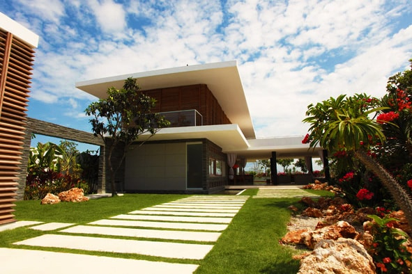 A chic, contemporary and eco-friendly luxury villa and 1k from white sand beaches