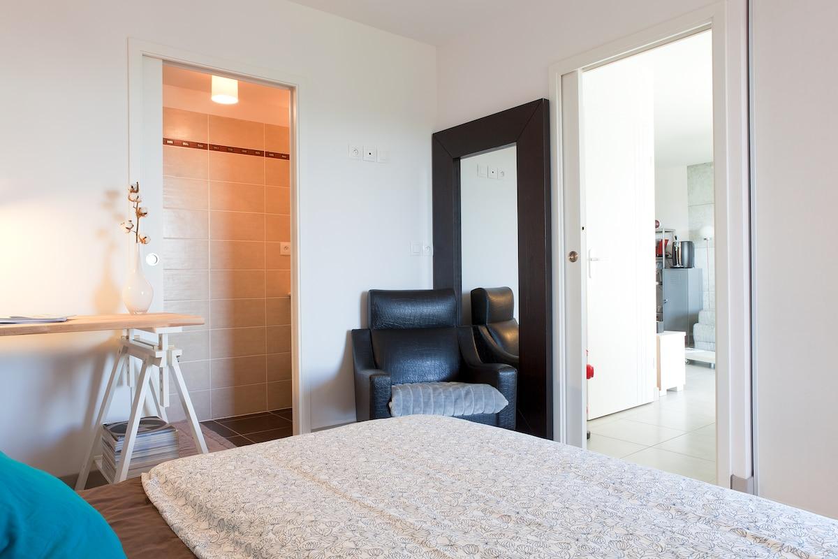Private room & Sh. room + terrasse