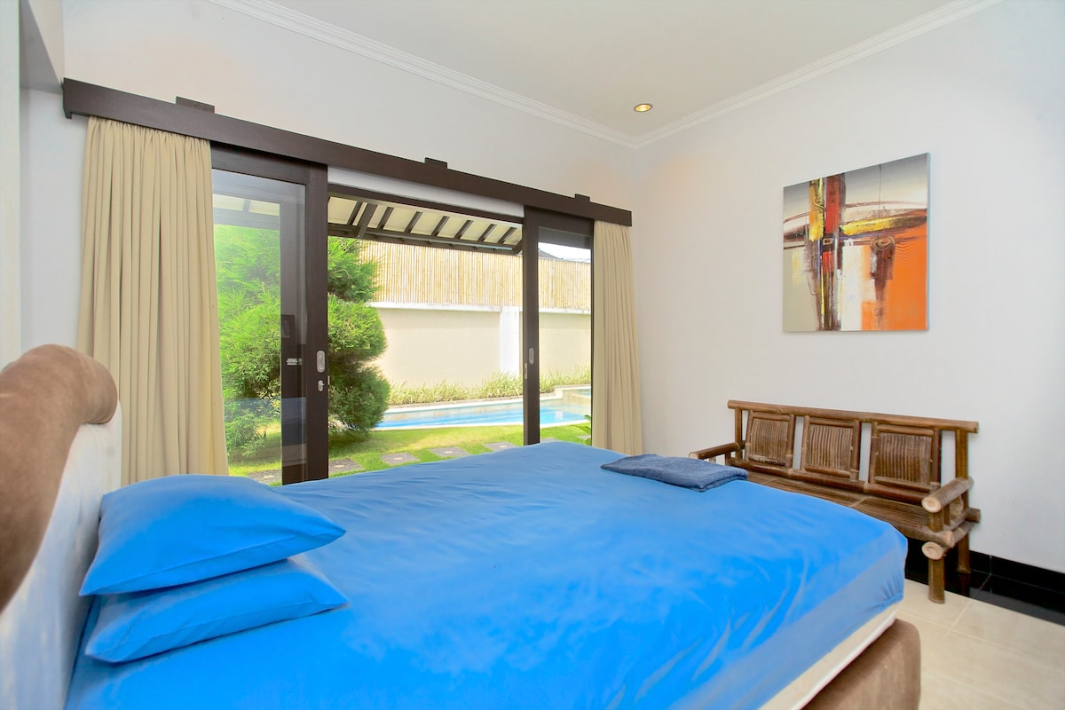 Master Bedroom - A hop away from the pool