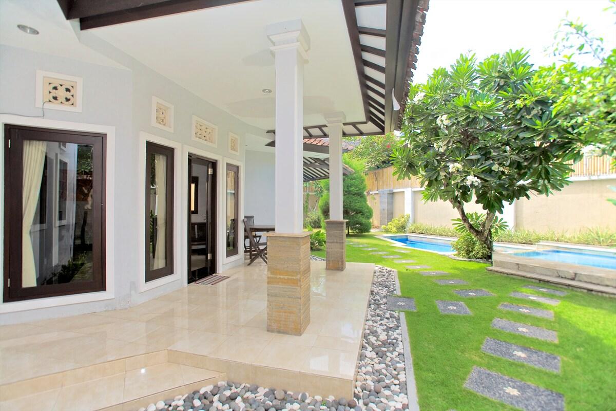 Clean, Hot&Hip Villa w/Pool (Sanur)