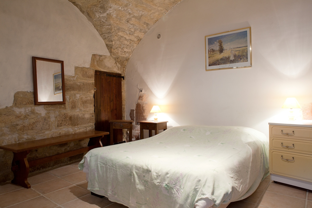 Ground floor cave bedroom