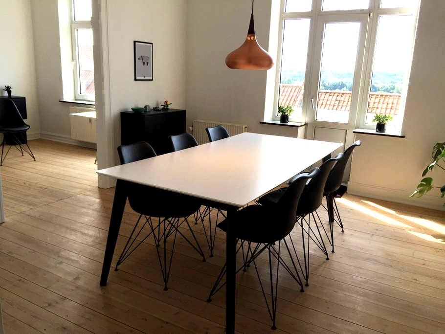Trendy apartment with free parking. - Randers - Apartment