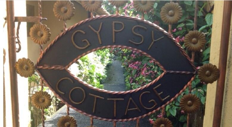 Gypsy Cottage with Pool - Ubud