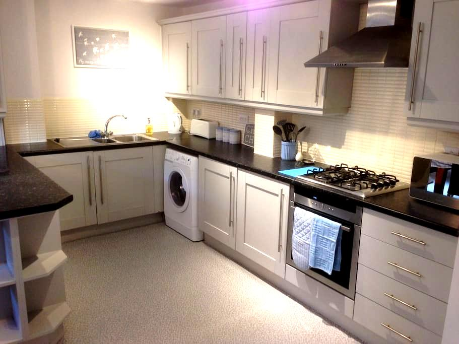 Modern clean duplex apartment close to city centre - Sheffield - Huoneisto