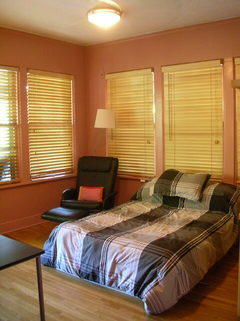 Double (or full) bed is available in a separate listing