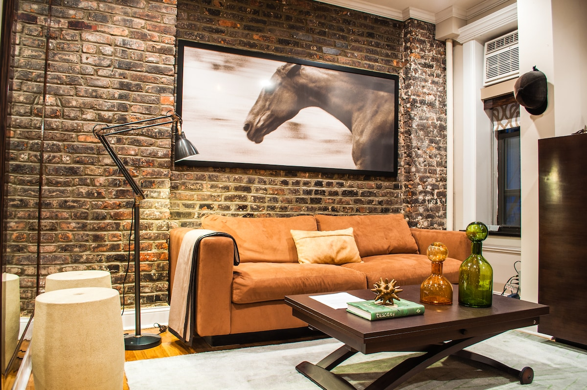 Living room w/ adjustable height coffee table