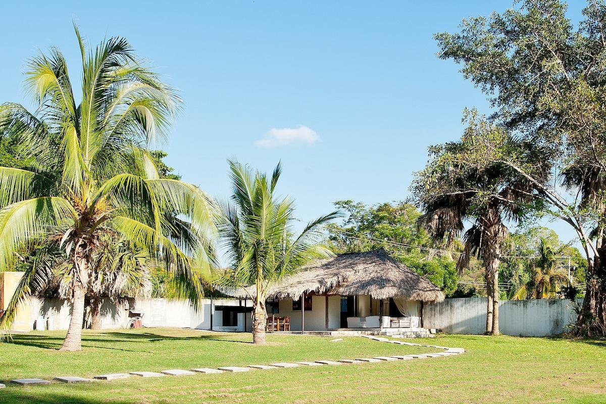 Charming Villa Hideaway in Lagoon