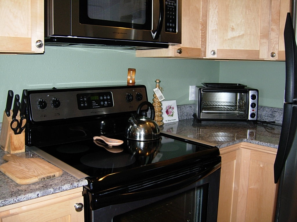 Fully equipped kitchen to enjoy cooking with a view.