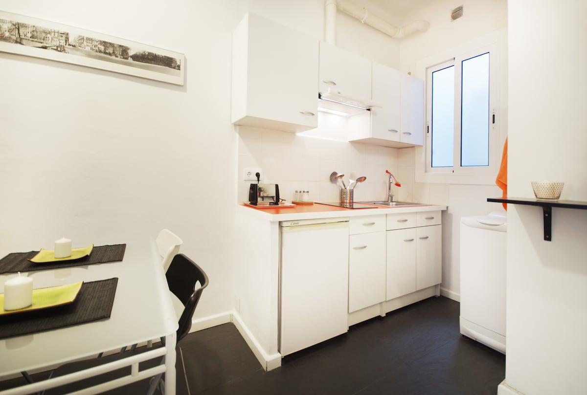 Sunny flat near Sagrada Familia