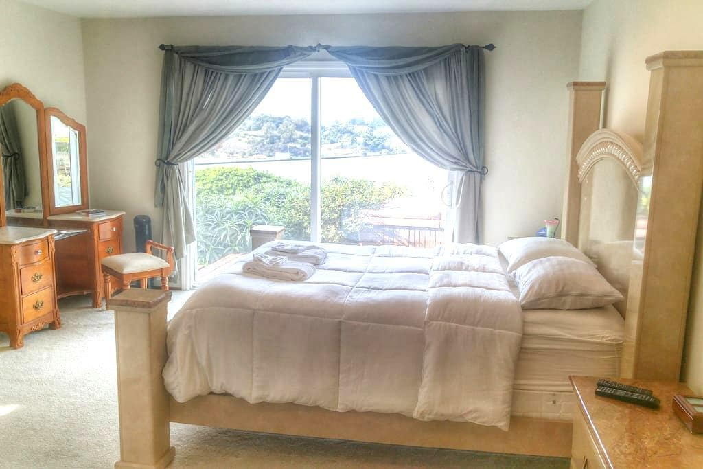 Master Bedroom Bluff View! SF/Napa/Vallejo - Vallejo - House