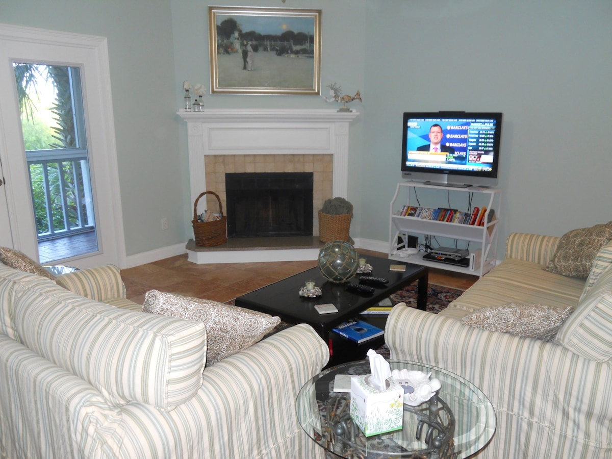 Furnished Condo across from Beach
