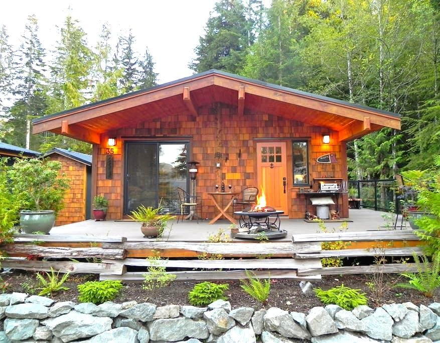 Quiet Romantic Getaway - Port Renfrew